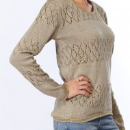 3 > Ne passez pas à côté de ce pull original avec son col pailleté. Pull branché avec des motifs hivernaux et de fines lignes horizontales dorées qui vous illuminerons.